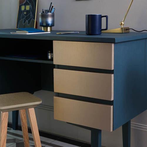 metal-absolu-bleu-metal-mat-or-jaune-brillant-bureau-